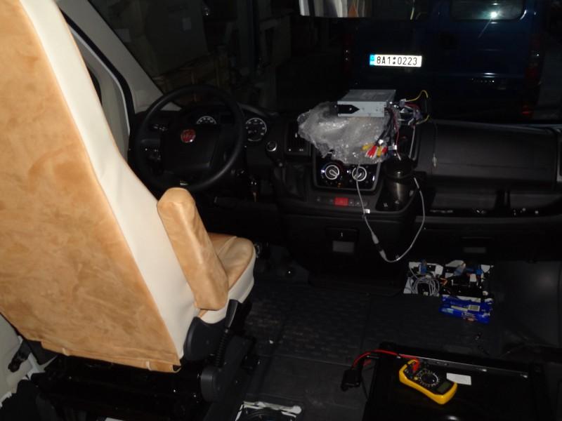 Umístění nástavbové baterie pod sedačkou, montáž autorádia
