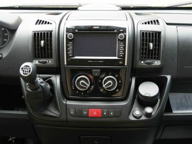 Multimediální autorádio ZENEC - navigace iGO8, DVD, rádio atd.- přes přepínač hraje po otočení klíčku, i na nástavbovou baterii