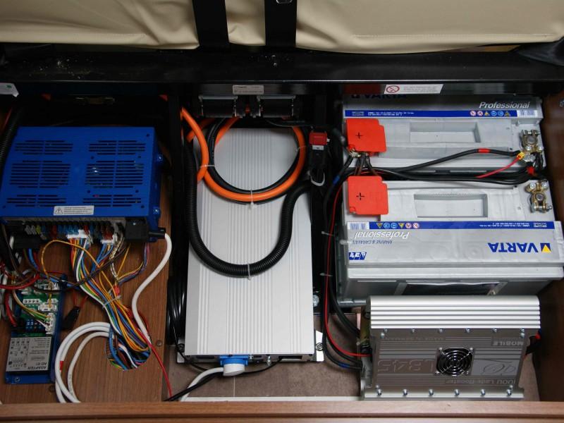 EBL + Sinusový Měnič Teleco 1500W + 2x Varta 90 Ah + Booster MT LB45